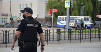 Неизвестный мужчина захватил автобус в центре Луцка (ПРЯМОЙ ЭФИР)
